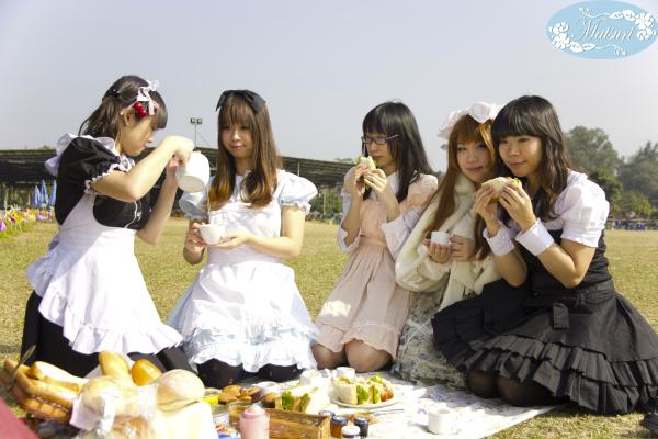 香港のメイド喫茶Cafe Matsuriのメイドさん達とピクニック