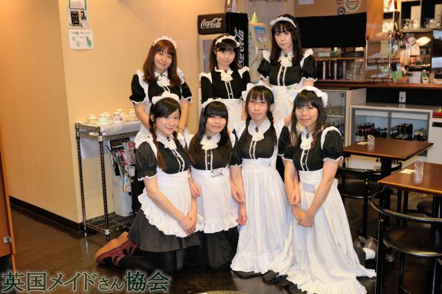 JAM AKIHABARAのフェアリーさん達(後列)とCafe Matsuriのメイドさん達