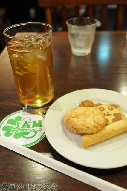 アイスのマツリ茶と香港のビスケット