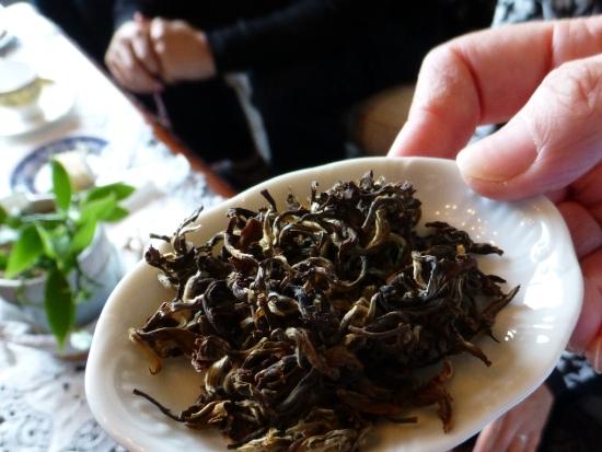 ネパール・ジュンチヤバリ茶園のゴールデン・ハンドロールド・ヒマラヤン・ティップス(GHRHT)